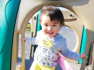 公園で遊ぶ子供の笑顔